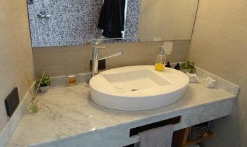 Baños con mesada mármol de Carrara